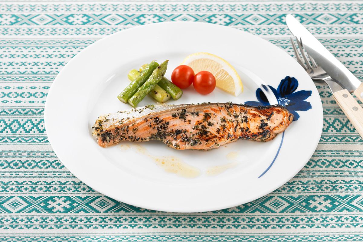 ปลาแซลมอนสมุนไพร